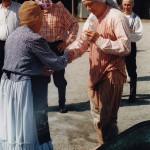 Kesällä 1997 kohauksessa Köntyksen kasteen sai 20 vuotta sitten Koskelle tullut sosionomi, kunnansihteeri Osmo Korhonen. Hän on tullut vapaaaikanaan koskelaisille tutuksi erittäin innokkaana kuntoilijana, onhan hän moninkertainen kunnanmestari kuulantyönnössä ja Kosken Kaiun puheenjohtaja. Ja kalajuttuja riittää! Osmo itse sanoi kunnialla kantavansa Kosken Köntyksen manttelia ja lupasi köntistyä entisestään. Unikeoksi hän olisikin kuulemma ollut sopimattoman aamuvirkku.