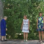 Seija Ojala, Anne Koivunen ja Tuire Koskinen esittelevät värikästä muotia 2010